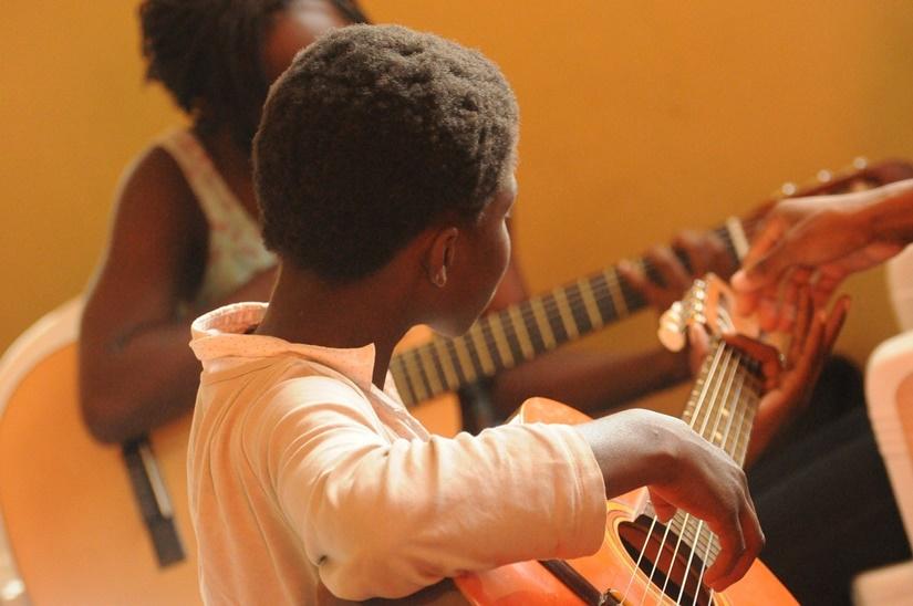 agencia-de-viajes-monoparental-la-musica-y-los-niños